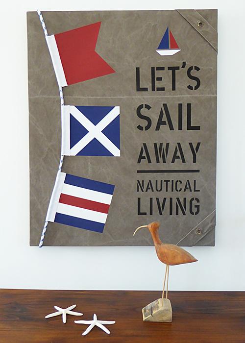 New England tavla med tross och signalflaggor som passar marin heminredning.