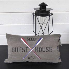 Kuddfodral i New England stil med åror och texten GUEST HOUSE