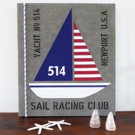 New England tavla med motiv av segelbåtar och valfria texter.