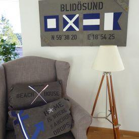 Kuddfodral och tavla i New England stil med signalflaggor, åror, ankare och personliga texter