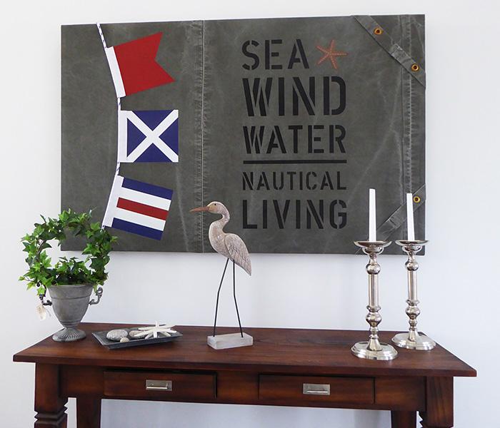 Seglarinspirerade tavlor med signalflaggor. Tavla i sliten canvas med riktig tross och signalflaggor i New England stil
